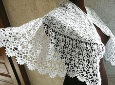 Antique French Victorian Guipure Lace Capelet from ChantillyDreams Crochet Coat, Crochet Clothes, Crochet Skirts, Antique Lace, Vintage Lace, Fabric Embellishment, Shabby, Linens And Lace, Lace Making