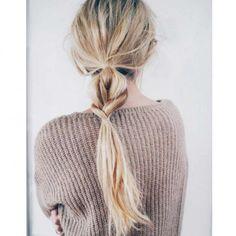 Est-il possible d'être bien coiffée sans y passer des heures ? Suivez nos tips pour faire en deux temps trois mouvements une #coiffure effortless ! #tuto #cheveux