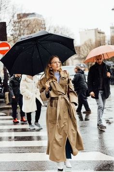 visual therapy gives rainy day style advice. Spring khaki trench and white booties street style
