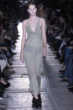 Rick Owens Spring 2007 Ready-to-Wear Fashion Show Collection: See the complete Rick Owens Spring 2007 Ready-to-Wear collection. Look 15 Fashion Show Collection, Rick Owens, Ready To Wear, Runway, Vogue, Spring Summer, Formal Dresses, Model, How To Wear