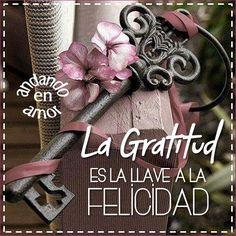 El hecho de recibir algo no nos da #felicidad, es la acción de expresar #Gratitud lo que aporta #alegría a nuestra vida. La gratitud es una de las llaves espirituales supremas que abren la puerta al gozo y a la satisfacción perdurables. ¡ Y lo mejor de la gratitud es que produce aún mejores cosas por las cuales estar agradecidos! #ConfíaenDios #DiosTeAma #AmordeDios #DiosEsBueno #DiosesFiel #DiosEsPoderoso #DiosesAmor #Cristianos #Biblia #PalabradeDios #Reflexiones #frases #Consejo…