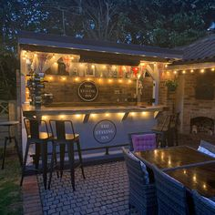 Outdoor Garden Bar, Garden Bar Shed, Diy Outdoor Bar, Backyard Bar, Backyard Patio Designs, Outdoor Bar Areas, Backyard Restaurant, Diy Außenbar, Bbq Bar