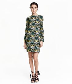 Short dress in soft, woven fabric with a printed pattern. Low-cut opening at back with two concealed buttons. Long sleeves. Unlined.