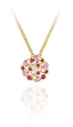 Camélia pendant in 18k yellow gold, pink sapphires and diamonds. CAMÉLIA CHANEL