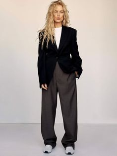 Carolyn Murphy greets readers at Porter Edit styled in slouchy, neutral colors menswear suitings. Alexandra Nataf is behind the lens for the April 20, 2020 issue. Carolyn Murphy, Look Fashion, Covet Fashion, Winter Fashion, French Fashion, Fashion Fashion, Korean Fashion, Classy Fashion, Ladies Fashion