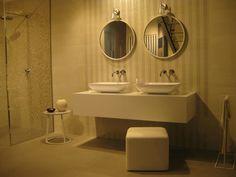 Soft curves for a generous and neat shape. Ilkos is made in Mitek and Ceramica di Bassano. #MastellaDesign #designbasin #basin #freestanding #mitek #Marazzi #showroom #Milan