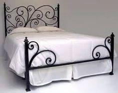 Resultado de imagem para decoração cama trabalhada de madeira com cabeceira quarto parede branca