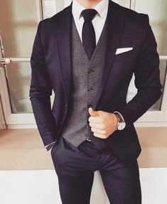 Wedding Suits Dark suit and tie with grey vest Mode Man, Mode Costume, Mode Masculine, Mens Fashion Suits, Mens Suits Style, Men's Fashion, Mens Smart Fashion, Fashion Guide, Cheap Fashion