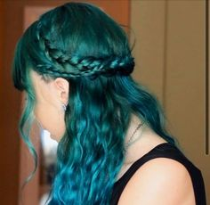Need to learn how to do this hairstyle now!