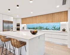 Nothing beats an all-white kitchen with timber features, as seen in this @amghomebuilders project. Keep your space simple and timeless with a window splash back and warm, neutral tones. #polytec #amghomebuilders #kitchen #homeinspo #interiordesign #ravine
