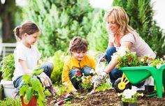 Gardening With Your Kids - http://www.organicfarmingblog.com/gardening-kids/
