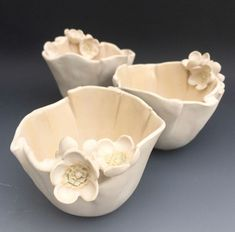 Newest Absolutely Free Ceramics pottery simple Suggestions …things that make you go hmmmmm… . Slab Pottery, Pottery Bowls, Ceramic Pottery, Ceramic Flowers, Clay Flowers, Ceramic Clay, Ceramic Plates, Vase Deco, Clay Bowl