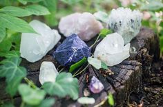 Crystal Reiki balancing works by using the energies of various gemstones, rocks and mineral powers to activate energy in order to align the body's energy fields and levels. Crystals are displayed on the body to activate the chakras energy. Buy Crystals, Stones And Crystals, Healing Crystals, Selenite Crystals, Chakras, Reiki, Crystal Meanings, Crystal Grid, Holistic Healing