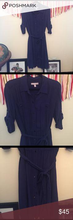 💙 BANANA REPUBLIC Button up Dress 💙 Retro Banana Republic woven button up dress with roll sleeve. Fully functional front placket, self belt, elastic at waist, slip included! 100% Viscose, Hand Wash, Line dry. Banana Republic Dresses Midi