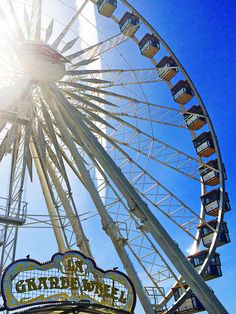 The sun is shining and the ferris wheel is spinning. Welcome to weekend 1 of Coachella 2015! | H&M Loves Coachella