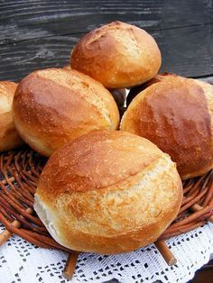 "Vizes zsömle, ""kitudja meddig lesz áramszünet"" idején :)   Egyszerű vizes zsömlét dagasztottam be.               A dagasztás közben de... Pastry Recipes, Bread Recipes, Dessert Recipes, Cooking Recipes, Cake Recipes, Hungarian Desserts, Hungarian Recipes, Baking And Pastry, Bread Baking"