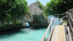 Stunning Uluwatu beach Bali, don't you feel like jumping into the crystal clear water?
