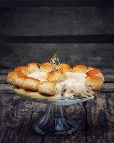 Merendamos? Tarta Saint Honoré una tarta típica en los escaparates de las pastelerías parisinas. Hecha con pasta choux y rellena de crema chiboust. Exquisita y realmente deliciosa tranquilos que pronto subiré La vídeo receta a mi canal de youtube. Alguna sugerencia o deseo para las próximas recetas?