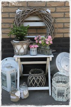 New cottage patio ideas lanterns Ideas Balcony Chairs, Garden Chairs, Balcony Garden, Indoor Garden, Cottage Patio, Farm Gardens, Small Gardens, Outdoor Gardens, Outdoor Hammock