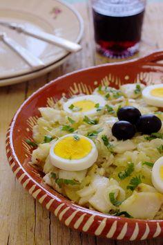 Uma das maneiras preferidas de comer bacalhau cá por casa é à Gomes de Sá. O bacalhau sabe tão bem misturado com a cebolada e as batatas...