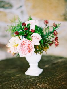 pale pink garden rose centerpieces Photography: Katie Stoops Photography - katiestoops.com  Read More: http://www.stylemepretty.com/2014/04/22/vintage-barn-wedding-full-of-blooms/