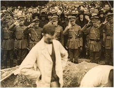 Funeral of Michael Collins, in Glasnevin Cemetary, Dublin, Some people attended his funeral, almost one fifth of the country's population at that time. Find My Ancestors, Irish Independence, Dublin Ireland, Ireland 1916, Easter Rising, Old Irish, Erin Go Bragh, Michael Collins, Major General