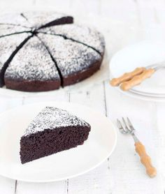A soft, moist, sinfully-delicious cake, which is eggless and butterless! Use two bowls and a wooden spoon to make this easy dessert from scratch. Eggless Chocolate Cake, Eggless Desserts, Köstliche Desserts, Delicious Desserts, Delicious Chocolate, Vegetarian Chocolate Cake, Eggless Recipes, Eggless Baking, Chocolate Butter