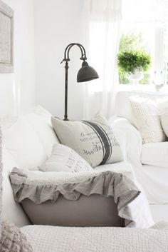 as much as I LOVE this,,, it would never happen in my home. To much white for all the life that happens here ;)