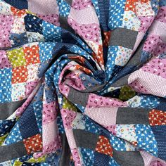 Lockstep quilt pattern PDF download. Modern quilt in throw and queen sizes. Tester version by Michelle of @shortattentionspancrafter Pouffe Pattern, Star Patterns, Quilt Patterns, Denim Patchwork, Bed Sizes, Queen Beds, Queen Size, Favorite Color, Craft Supplies