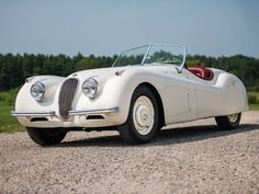15 White Cabriolets Dripping With Vintage Coolness - Airows Classic Cars British, British Sports Cars, Best Classic Cars, Vintage Cars, Antique Cars, Jaguar Xk120, Jaguar E Type, Jaguar Cars, Sports Car Racing