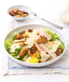 Kuřecí Caesar salát (www.albert.cz/recepty) Pasta Salad, Cobb Salad, Healthy Snacks, Healthy Recipes, Good Food, Yummy Food, Finger Foods, Potato Salad, Salads