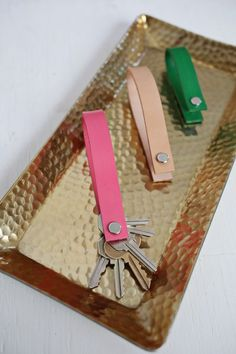 Painted leather keychain DIY