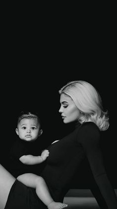Mommy And Baby Pictures, 6 Month Baby Picture Ideas, Baby Girl Photos, Studio Maternity Photos, Maternity Pictures, Maternity Photography, Family Photography, Kylie Jenner Photoshoot, Kylie Jenner Fotos