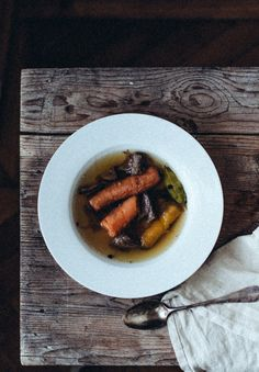 klassische Rindssuppe Food Inspiration, Sausage, Food Photography, Soup, Meat, Recipes, Classic, Food Food, Cooking