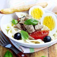 Těstovinový salát s tuňákem a vejci Cobb Salad, Soda, Tacos, Lunch Box, Mexican, Ethnic Recipes, Drink, Soft Drink, Bento Box