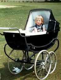 1963 Lady Diana Spencer in her pram at Park House, Sandringham, Norfolk Princess Diana Rare, Princess Diana Pictures, Princess Of Wales, Princess Charlotte, Lady Diana Spencer, Spencer Family, Princesa Diana, Vintage Pram, Baby Buggy