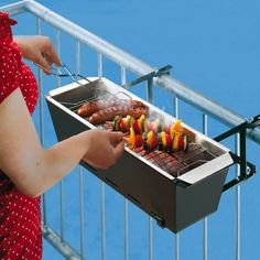 Must-Have Grilling Gadgets Astor Wohnideen - BBQ Bruce Handrail Grill - Great idea for a small terrace space.Astor Wohnideen - BBQ Bruce Handrail Grill - Great idea for a small terrace space. Mini Barbecue, Small Apartments, Small Spaces, Patio Ideas For Apartments, Awesome Apartments, Balkon Design, Apartment Living, Apartment Ideas, European Apartment