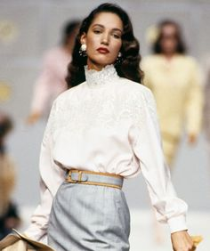 When supermodels ruled the world Vogue Fashion, Daily Fashion, Beautiful Models, Beautiful People, Haute Couture Dresses, Black Models, Professional Women, T Shirts For Women, Clothes For Women