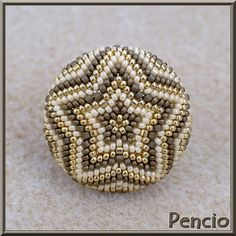 "Képtalálat a következőre: ""peyote lencse"" Seed Bead Projects, Beading Projects, Beading Tutorials, Beading Patterns, Crochet Ball, Bead Crochet, Bead Jewellery, Beaded Jewelry, Beaded Boxes"