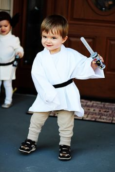 awesome quick halloween scifi star wars fancy dress costumes for toddlers Professional Twin Mommy: Our DIY Princess Leia and Luke Skywalker Costumes Halloween Costumes To Make, Twin Halloween, Star Wars Halloween, Halloween Ideas, Happy Halloween, Luke Skywalker Costume, Leia Costume, Luke Star Wars, Fantasias Star Wars