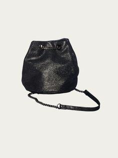 d3aec1663f1ef Damen Handtasche BLINGBERLIN - Kettenbeutel Amel in schwarz-metallic