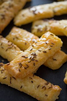 Homemade Cheese Crackers – Romanian Saratele Homemade Cheese Crackers with Caraway Seeds (Romanian Saratele) Cheese Appetizers, Appetizer Recipes, Soup Recipes, Chicken Recipes, Snack Recipes, Cooking Recipes, Dishes Recipes, Crackers Appetizers, Cheese Snacks