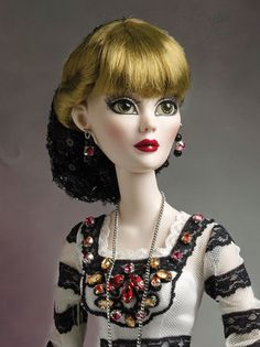 "Evangeline Ghastly ""Evenings in Ipswich"" Blonde Wig w Black Sparkly Snood Only 