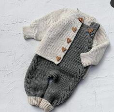 Ladies Cardigan Knitting Patterns, Baby Booties Knitting Pattern, Baby Knitting Patterns, Knitted Baby Clothes, Baby Knits, Crochet Top Outfit, Handmade Baby Gifts, Sewing For Kids, Crochet Designs