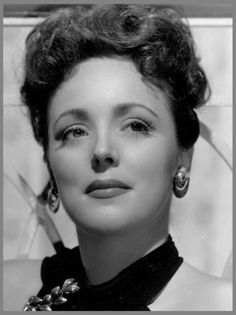 """Lina ROMAY '30-40 (16 Janvier 1919 - 17 Décembre 2010)fue una actriz y cantante mexicana. Fue hija de Porfirio Romay, que por aquel entonces trabajaba en el consulado de México en Los Ángeles (California, Estados Unidos).Apareció en imagen real en los dibujos animados """"Señor Droopy"""" (1949).  Actuó durante un tiempo con Xavier Cugat2 antes de retirarse. Falleció a la edad de 91 años, el 17 de diciembre de 2010, de causas naturales en un hospital de Pasadena, California,"""