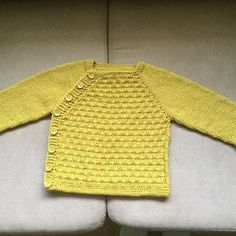 KNITTING PATTERN-Baby sweater with back opening and a cute little sleeveless top with front pleat and matching shoes Baby Knitting Patterns, Pattern Baby, Baby Sweater Patterns, Tunic Pattern, Baby Patterns, Vintage Patterns, Cardigan Bebe, Baby Cardigan, Baby Scarf