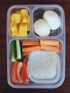 sandwiches flop, pack healthy dips for school lunch. Homemade Ranch Dressing recipe: Easy, healthier than anything in a bottle, and smart to have on hand for switching up school lunch Keto Lunch Ideas, Lunch Recipes, Paleo Recipes, Delicious Recipes, Ranch Dressing Recipe, Homemade Ranch Dressing, Whats For Lunch, Lunch To Go, Keto Snacks