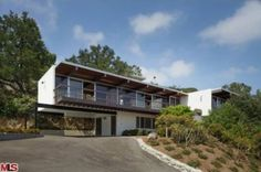 yes please!!! On the market: 1960s Richard Neutra-designed Linn Residence in Los Angeles, California on http://www.wowhaus.co.uk