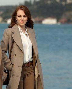 Long Jacket Dresses, The Shah Of Iran, Brooklyn Blonde, Elcin Sangu, Long Jackets, Turkish Actors, Girl Photography, Autumn Winter Fashion, Actresses