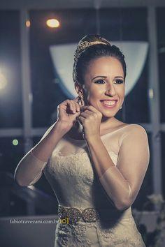 Nossa noivinha @samanta_sassa com brincos de cristal #mairabumachar #noivasMB #bride #semijoias #noivas #arrasou